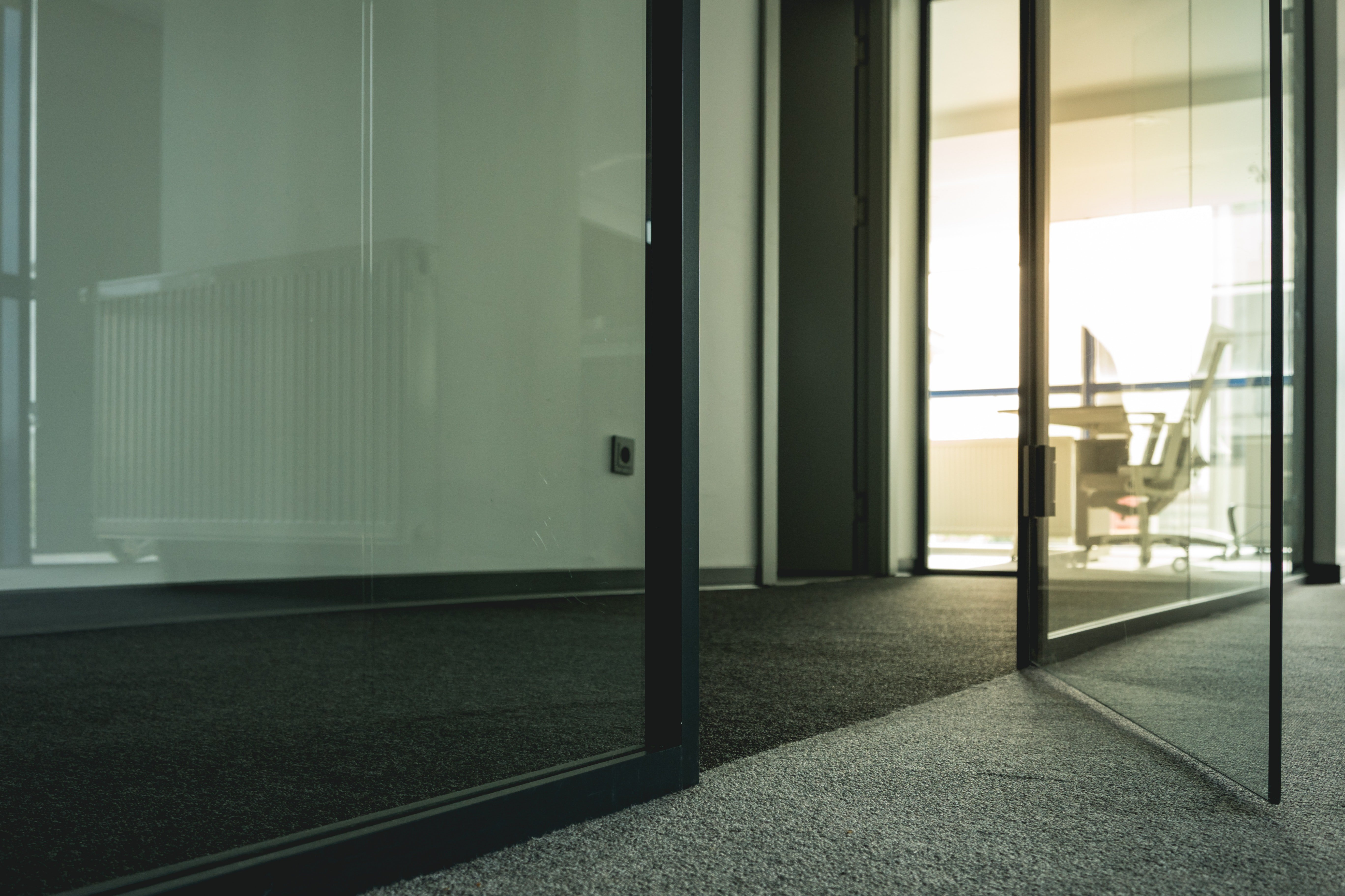 carpet-contemporary-daylight-1098982